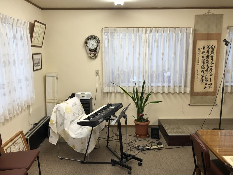 さいたま市のリフォーム上武では、多目的スペースがあります。約25畳の2部屋で、旦早流吟詠会の詩吟教室や、チベット体操、ダンス、ヨガ、手芸教室などの利用が多い多目的スペースです。お気軽にご連絡ください。