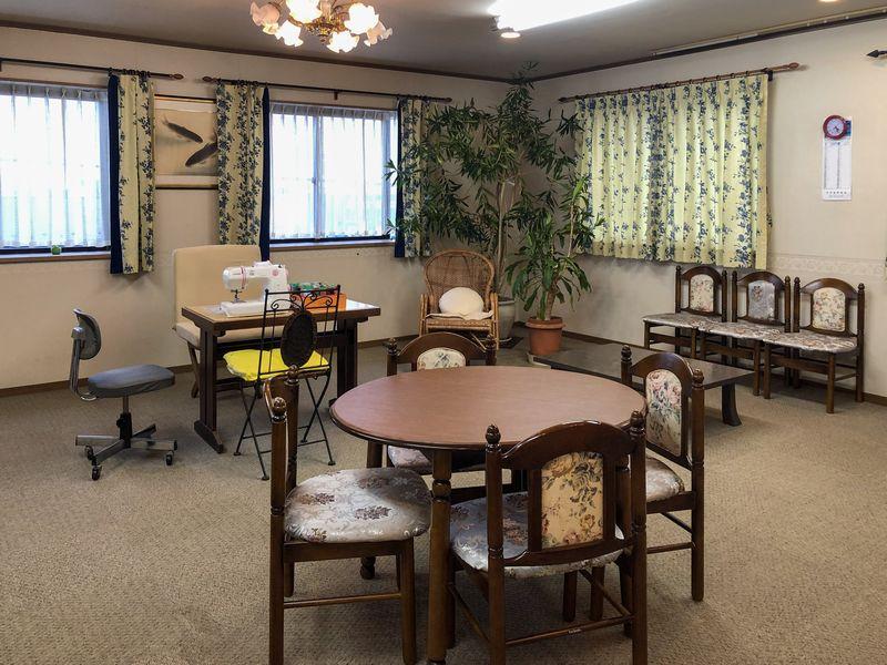 大宮駅近くの上武では、多目的スペースがあります。約25畳の2部屋で、旦早流吟詠会の詩吟教室は大好評!また、ミシンやキーボードも常設していますので、様々な地域の集まりにも利用可能!お気軽にご連絡ください。